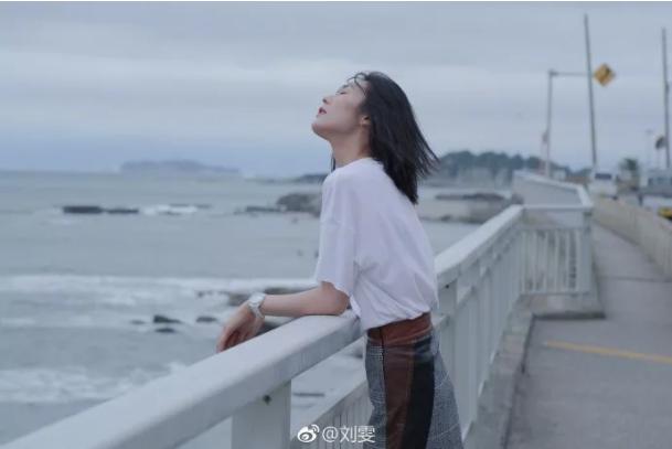 """别再穿极简啦,2020最流行""""法式风"""",轻松穿出刘雯""""高级感"""""""